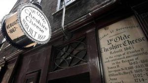 bar_pub_history_walk_tour_london_drinking_travel_supercity_aparthotels_ye_olde_cheshire_cheese