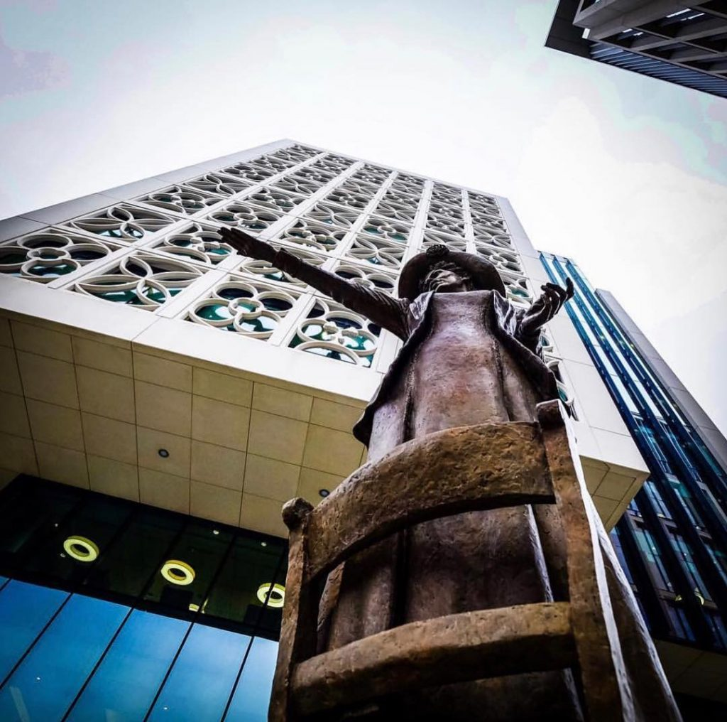 manchester_walk_city_explore_northern_quarter_supercity_aparthotels_apartment_hotel_church_street_pankhurst_statue